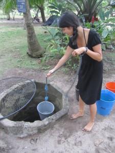 Au puits pour chercher l'eau de la douche