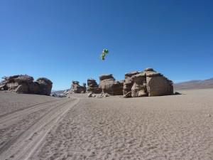 Yoshi volant au dessus du désert
