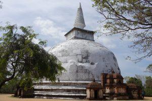 La stupa blanche Kiri Vehera