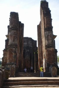L'entrée majestueuse de Lankatilaka