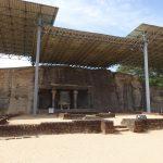 Le temple creusé dans la roche Gal-Vihara