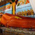 Buddha couché dans la stupa