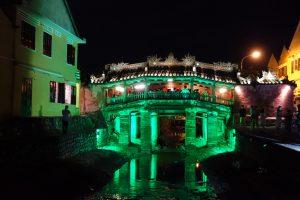 Le pont japonais illuminé