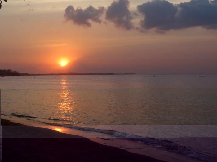 Coucher de soleil révélant un volcan de Bali